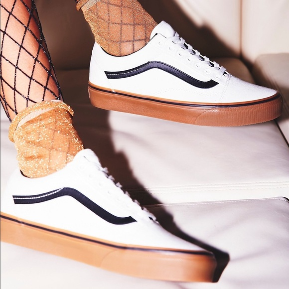 6b131c6d07 Old Skool canvas white vans with gum sole. M 5ba82059aaa5b84061ccc0d9